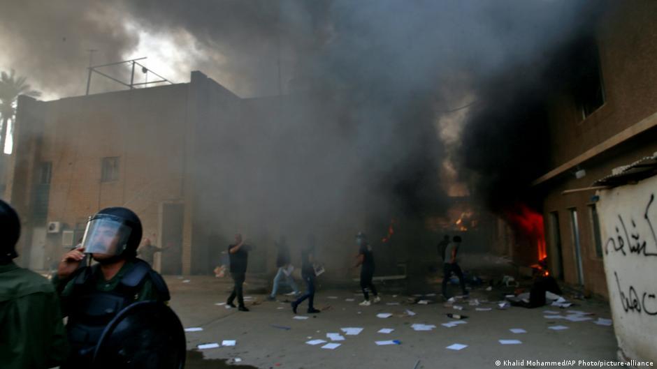 إدانات واسعة لحرق مقر الحزب الديمقراطي الكردستاني في بغداد