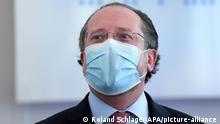 ABD0003_20201017 - WIEN - ÖSTERREICH: ++ ARCHIVBILD ++ ZU APA0035 VOM 17.10.2020 - Außenminister Alexander Schallenberg (ÖVP) nach einer Sitzung des Ministerrates in Wien am Mittwoch, 3. Juni 2020. Außenminister Alexander Schallenberg (ÖVP) ist positiv auf das Coronavirus getestet worden. (ARCHIVBILD VOM 3.6.2020) - FOTO: APA/ROLAND SCHLAGER - 20200603_PD14961 |