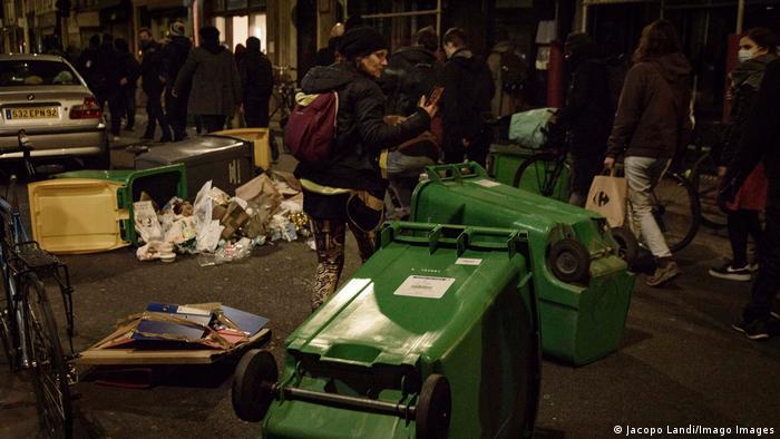 Tinerii parizieni îşi manifestă deja nemulţumirea