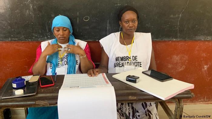 Bureau de vote à Conakry le 18 octobre 2020