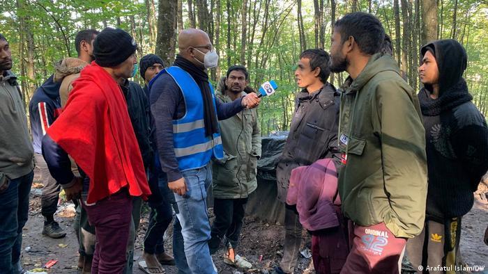 Bangladeshi migrants talk to DW