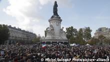 Мітинг солідарності у Парижі з учителем, який загинув від руки ймовірного ісламіста
