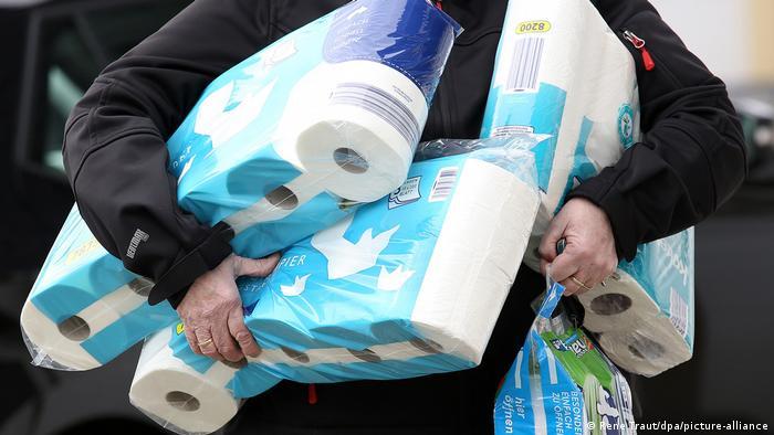 Neki su ponovo počeli gomilati toaletni papir