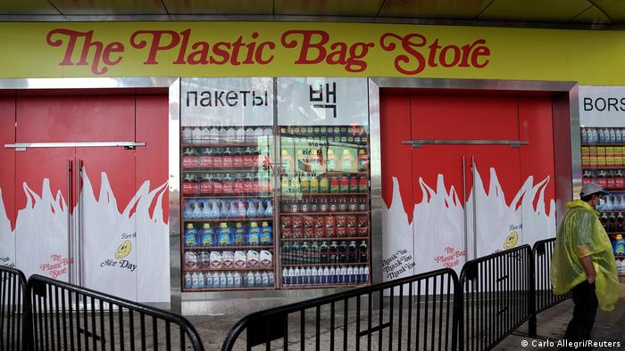 USA Plastic Bag Store in New York (Carlo Allegri/Reuters)
