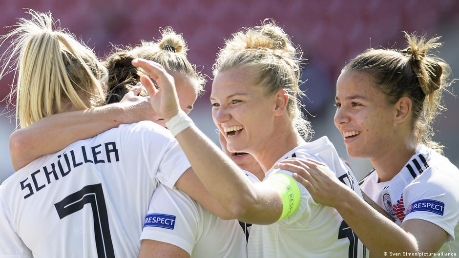 Opinion: DFB and women's football - less talk, more action
