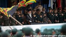 Iran Teheran Ayatollah Ali Khamenei bei Vereidigungszeremonie von Revolutions Gardisten