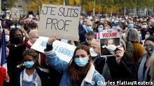 Protesto em Paris após a decapitação do professor
