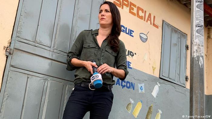 Fanny Facsar holding a DW microphone