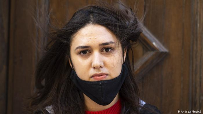 التونسية شيماء المثلوثي قلقة على صحة والدها حبيب بسبب إصابته بالسكري