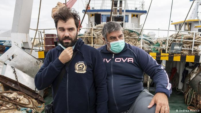 Kapetan ribarskog broda Vićenzo de Santis (desno) i njegov sin Salvatore