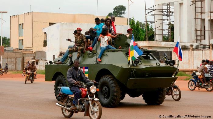 Veículo militar russo nas ruas de Bangui (outubro de 2020)