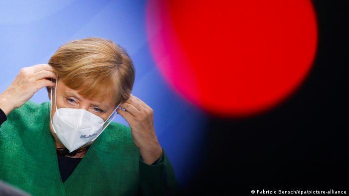 Berlin | Bundeskanzlerin Merkel beim Integrationsgipfel (Fabrizio Bensch/dpa/picture-alliance)