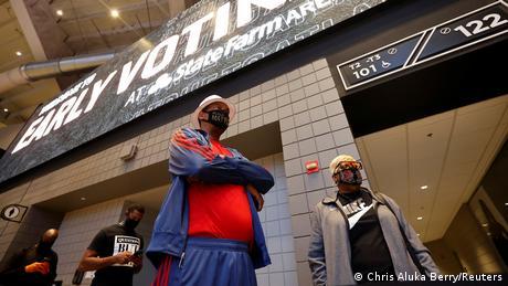 Atlanta early voting queue (Chris Aluka Berry/Reuters)