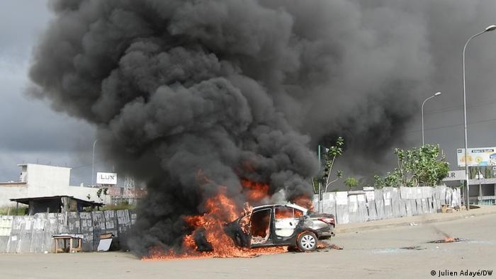 Des véhicules ont brûlé ans le quartier résidentiel de La Riviera 2 de la commune de Cocody