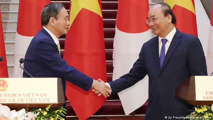 Vietnam   japanischer Premierminister Yoshihide Suga zu Besuch in Hanoi