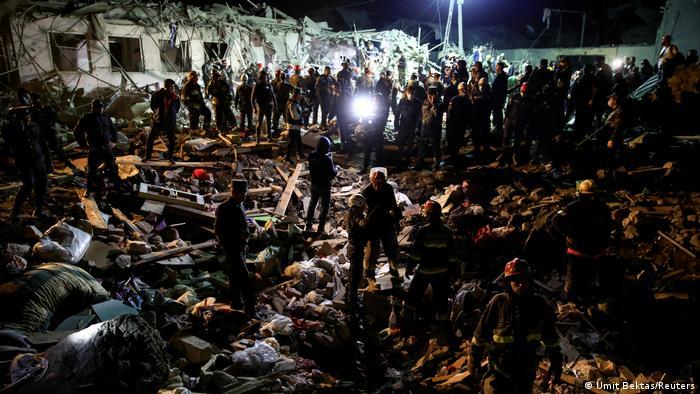 Aserbaidschan Krieg Bombardierung Nagorno-Karabakh (Umit Bektas/Reuters)