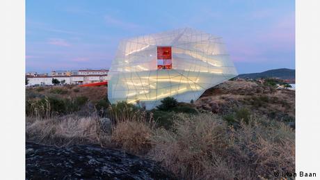 Das Kongresszentrum im westspanischen Hinterland sieht aus wie ein schneeweißer Ballon. (Iwan Baan)