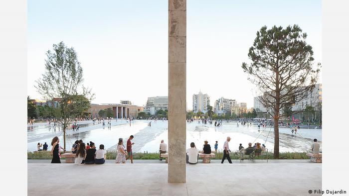 Der Skanderbeg-Platz im Zentrum Tiranas kam nach seiner Umgestaltung ins Finale des Mies van der Rohe Awards 2019 (Filip Dujardin)