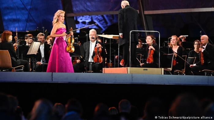 En el verano europeo, con la pandemia de coronavirus, Anne-Sophie Mutter se presentó en la Ópera Estatal de Berlñin, dirigida por Daniel Barenboim.