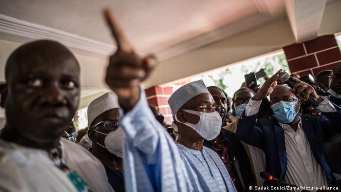 L'opposant guinéen Cellou Dalein Diallo au siège de l'UFDG à Conakry en Guinée.