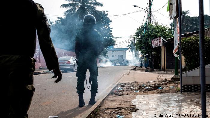 Guinea Conakry   Präsidentschaftswahl 2020: Cellou Dalein Diallo erklärt sich zum Sieger: Polizei feuert Tränengas ab