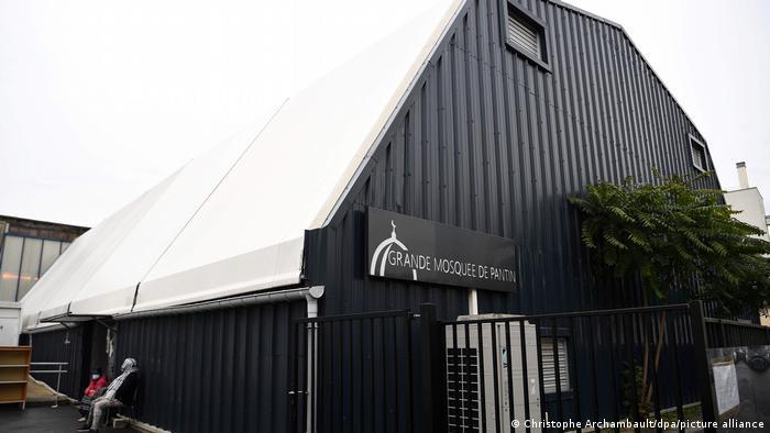 Masjid di Pantin yang ditutup pemerintah Prancis terkait serangan teror pemenggalan seorang guru di Paris.