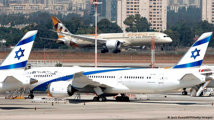 A plane from the UAE lands in Tel Aviv