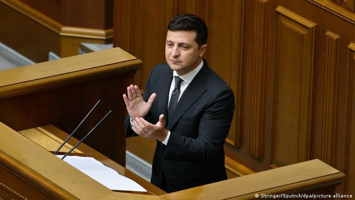 Ukraine Präsident Volodymyr Zelensky im Parlament