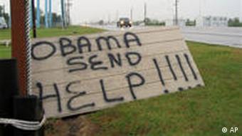 Anwohnr haben an einer Straße in Louisiana ein Schild mit der Aufschrift Obama, hilf uns! aufgestellt (Foto: AP)