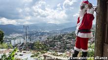 Venezuela | Weihnachtsmann Weihnachten Nikolaus Symbolbild (Jimmy Villalta/Zuma/picture-alliance)
