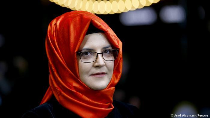 انتقدت خطيبة الصحفي السعودي القتيل جمال خاشقجي عقد قمة مجموعة العشرين الكبار في السعودية - ولو عن طريق الانترنيت. وقالت خديجة جنكيز في لقاء مع دويتشه فيله إن القمة المهمة تمنح الشرعية لما تفعله السعودية في مجال حقوق الإنسان.