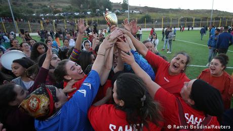 Algerien Sahel   Fussballturnier der Frauen   Gewinnerinnen (Ramzi Boudina/Reuters)