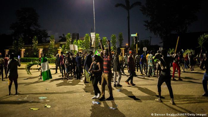 Nigeria Unruhen wegen Ausgangssperren in Lagos