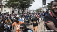 Guinea Anhänger von Oppositionsführer Cellou Dalein Diallo feiern den vermeintlichen Wahlausgang