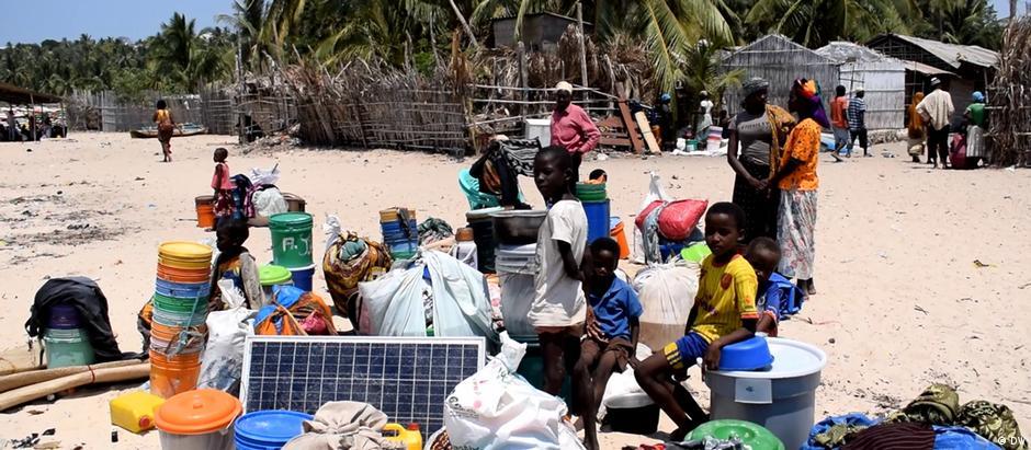 Deslocados internos na praia de Paquitequete, Pemba