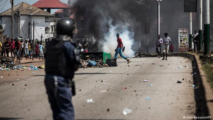 Protestos em Conacri após divulgação dos resultados parciais das presidenciais de domingo