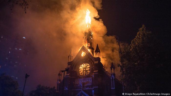 Chile | Santiago | Kirchen bei Demonstrationen niedergebrannt 18.10.2020