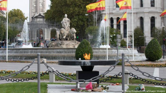 Spanien Madrid Denkmal für Opfer der Coronavirus-Pandemie