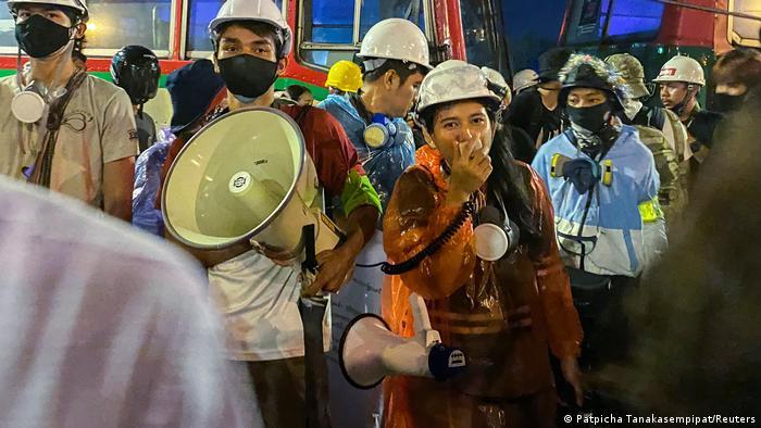Продемократичні протестувальники у Бангкоку вимагають відставки прем'єра і змін до конституції