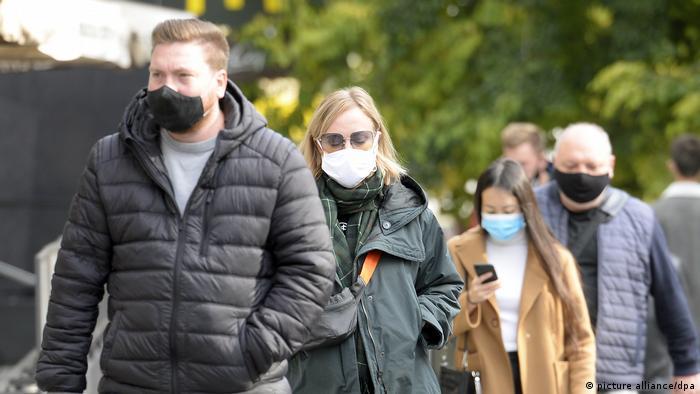 Sa maskom i na otvorenom: Prag ovih dana