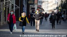 People wearing face maks in Ljubljana (Luka Dakskobler/Zumawire/imago images )