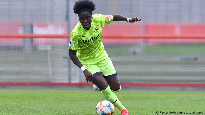 Deutschland Frauenfussball Nicole Anyomi im Spiel Bayer Leverkusen - SGS Essen
