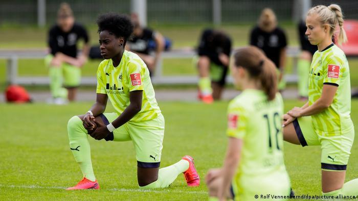 Deutschland Frauenfussball Bayer Leverkusen - SGS Essen
