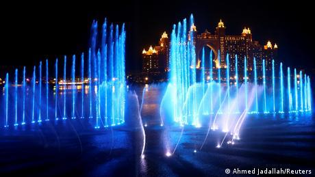 VAE Weltrekordversuch für den größten Springbrunnen in Dubai (Ahmed Jadallah/Reuters)