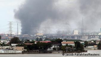 Nigeria l Proteste in Lagos, Rauch über der Stadt