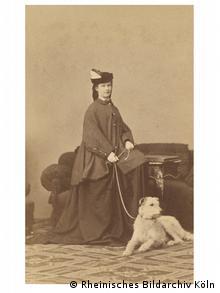 Η Σίσσυ με τον αγαπημένο της σκύλο