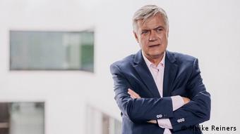 Dr. Hermann Arnhold, Direktor des Münsteraner Museums für Kunst und Kultur (Meike Reiners) - er schaut skeptisch rechts an der Kamera vorbei