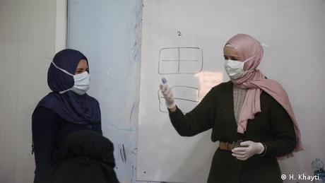 Huda Khayti u ženskom centru u Idlibu