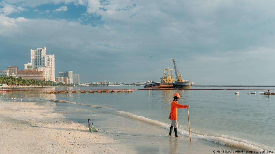 Philippines: Artificial white sandy beach could spell eco disaster