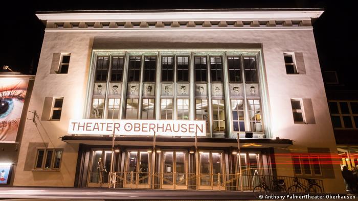 Das Eingangsportal des Theater Oberhausen
